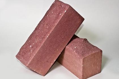 Кирпич лицевой рельефный розовый (210 шт)