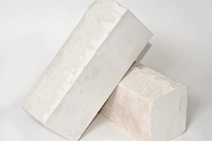 Кирпич лицевой рельефный белый (210 шт)